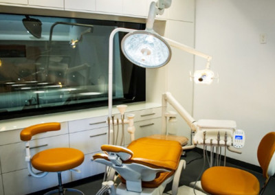 Surgical Suite of Implant Center with state of the art sterile protocol